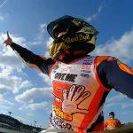 Marquez esulta per la conquinsta del quinto titolo mondiale
